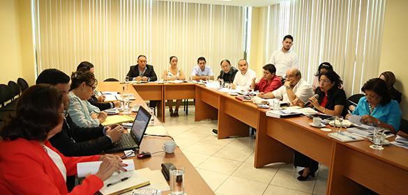 Miembros de la Comisión de Justicia y Asuntos Jurídicos, Equipo Técnico de la Comisión y Equipo Técnico de la Dirección del Digesto Jurídico Nicaragüense, reunidos durante el dictamen del Digesto Jurídico en materia de Propiedad Inmueble este 15 de febrero 2017.
